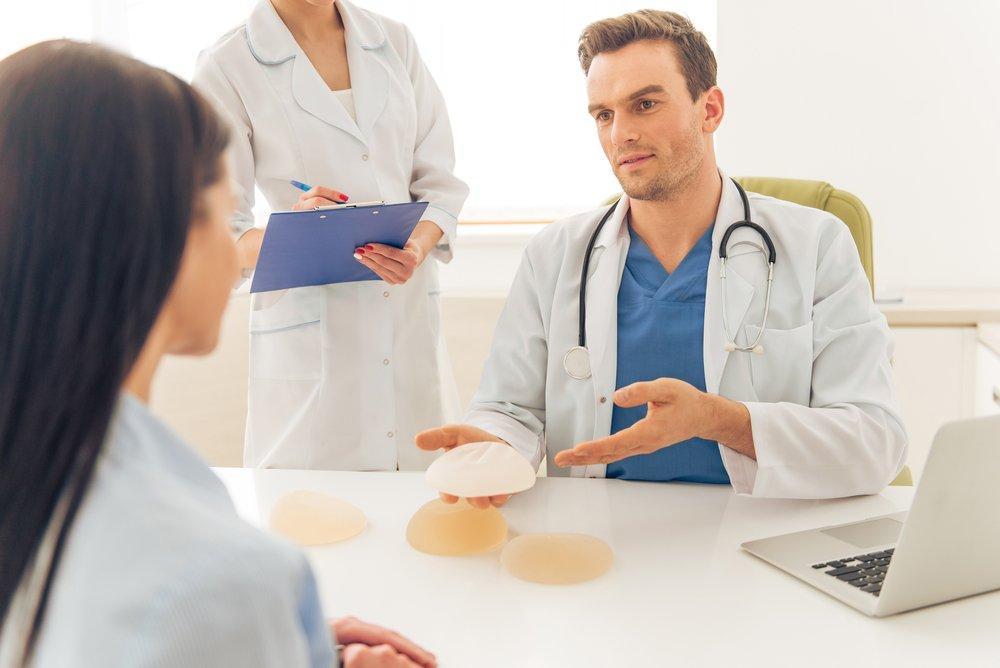 Удаление всей груди дает женщине больше шансов на выживание, чем лампэктомия с лучевой терапией.