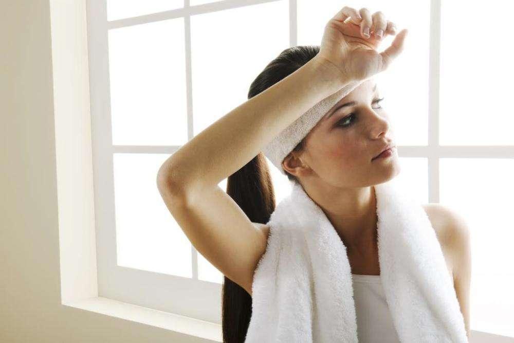 Почему постоянная сонливость и усталость у женщин: 7 причин
