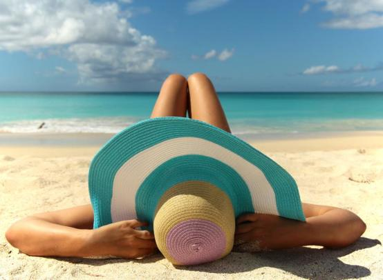 Что взять с собой на пляж: топ-10 вещей для отдыха на пляже