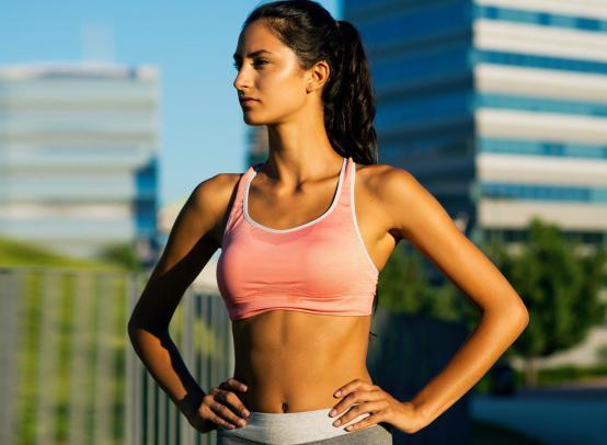 Бюстгальтер для спортивных занятий – незаменимая вещь для сохранения формы, красоты и здоровья женской груди