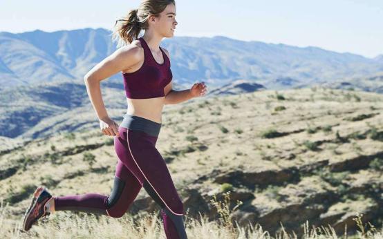 14 лучших женских спортивных топов для бега