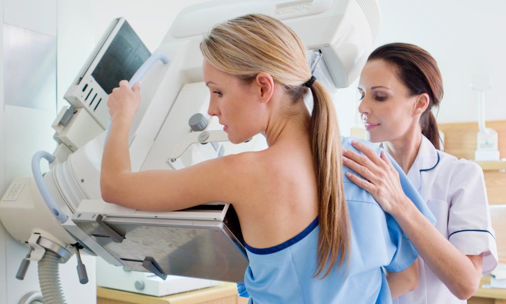 Облучение от ежегодных маммограмм способствует онкологическому заболеванию.
