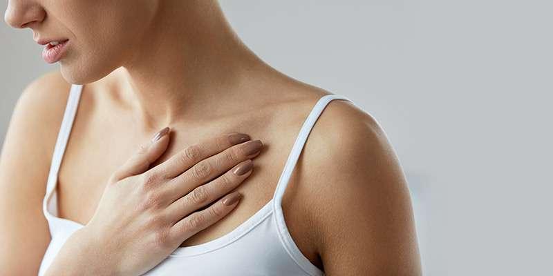 Растяжки на груди: почему появляются и как устранить