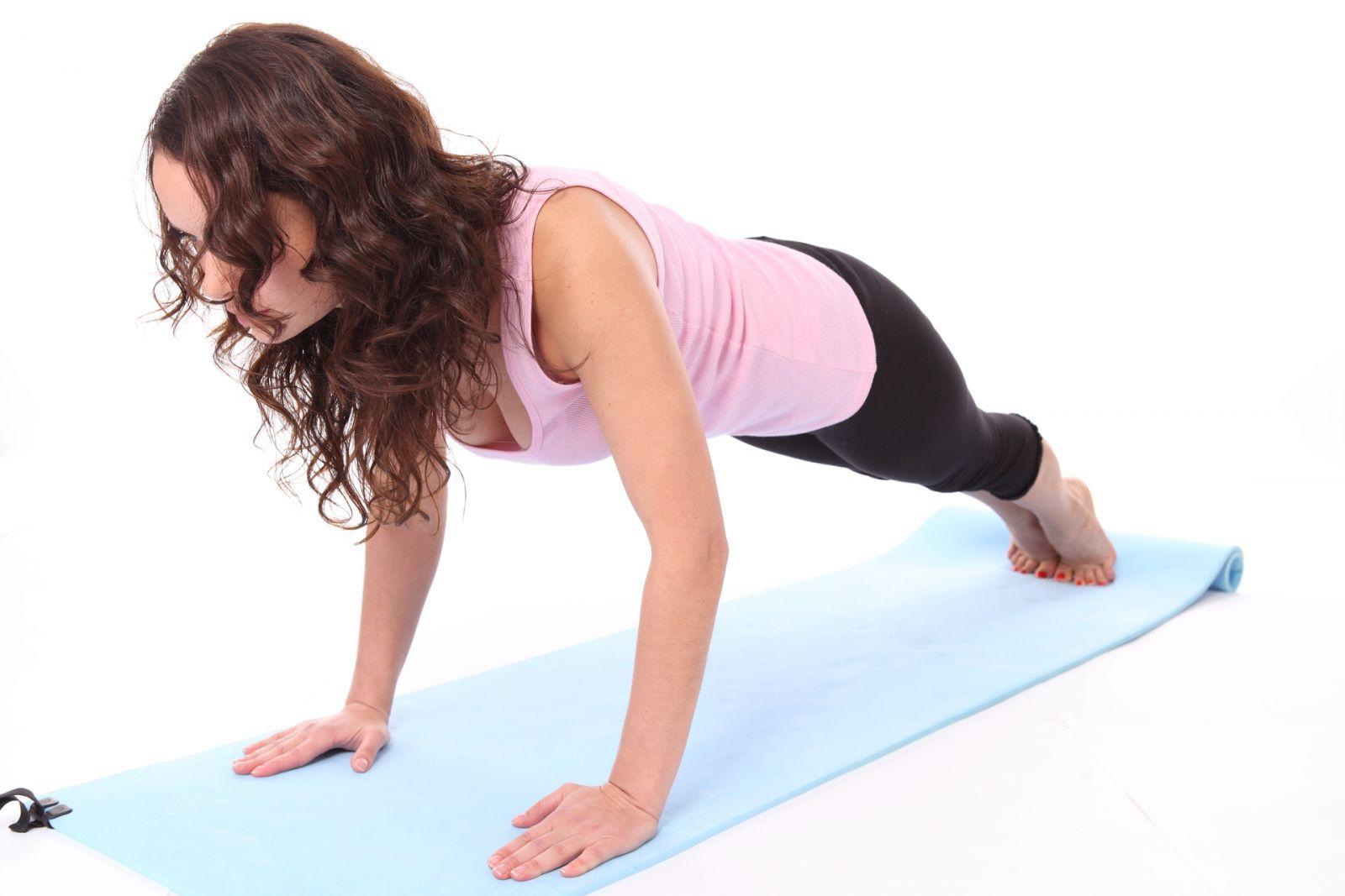 Делаем грудь красивой и подтянутой: эффективные упражнения для девушек и женщин