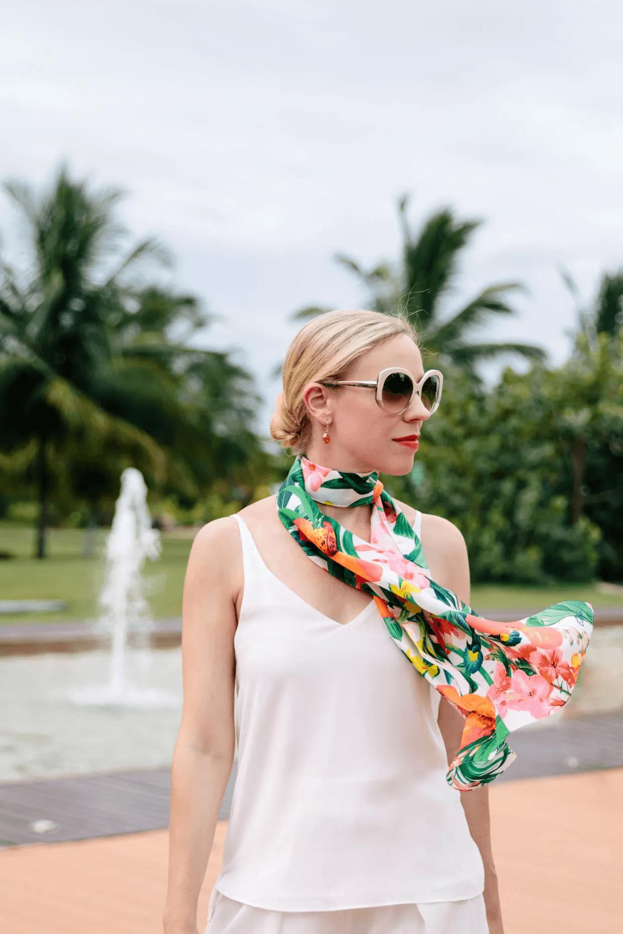 Как носить летний шарф