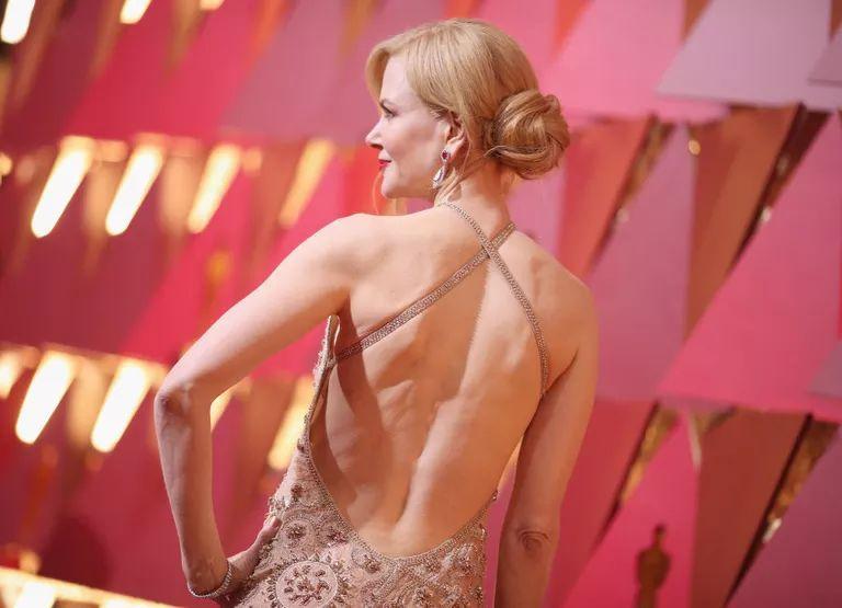 Что носят звезды под платьями из красной ковровой дорожки?