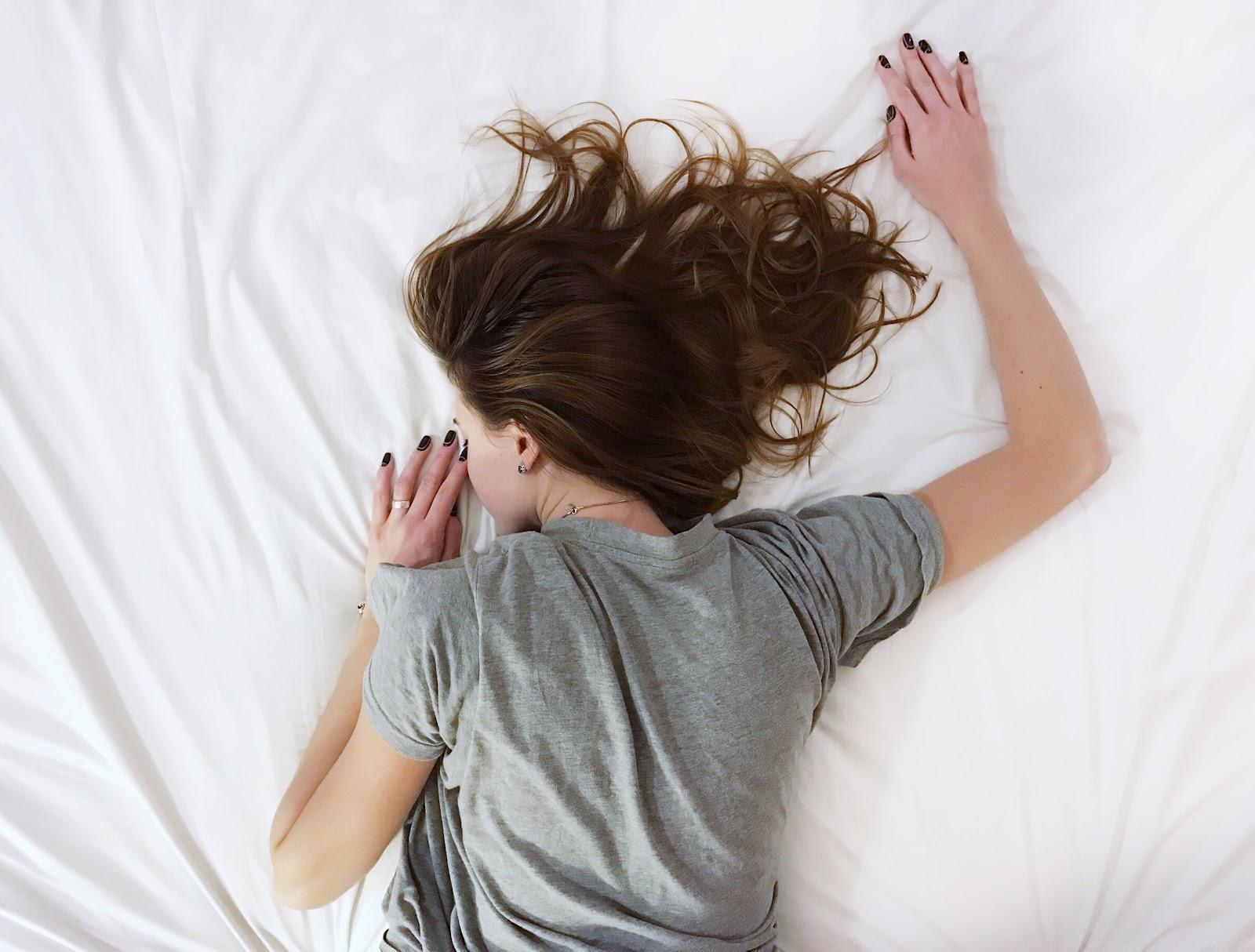 Можно ли спать в бюстгальтере? Или лучше спать без него?